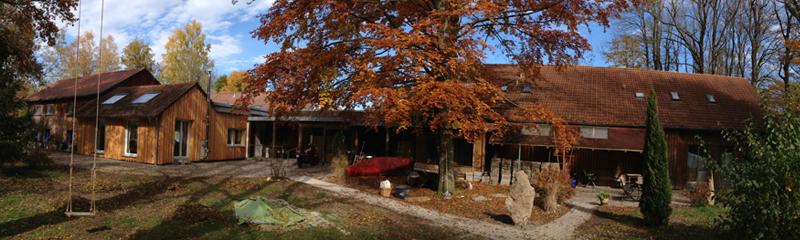 Biberburg im Herbst